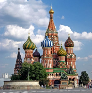 St. Basil's Cathedral in Moscow (D.Wine, Wikimedia Commons : http://www.wondermondo.com/Countries/E/RUS/Moscow/StBasils.htm)