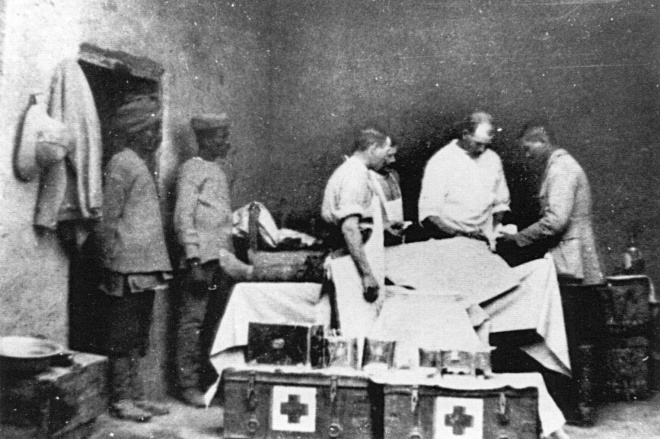 Army Surgeons in one of the Kut hospitals © Imperial War Museum : IWM Q92665