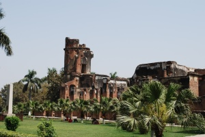 The ruined Residency at Lucknow falcontourist.files.wordpress.com/2011/11/lucknow-residency.jpg