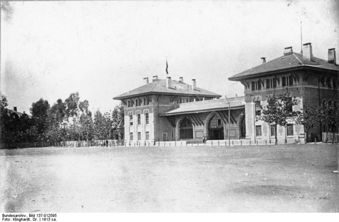 Adana, the Central Railway Station, 1913 By Bundesarchiv, Bild 137-012595 / Dr. Klinghardt / CC-BY-SA 3.0, CC BY-SA 3.0 de, https://commons.wikimedia.org/w/index.php?curid=5337619
