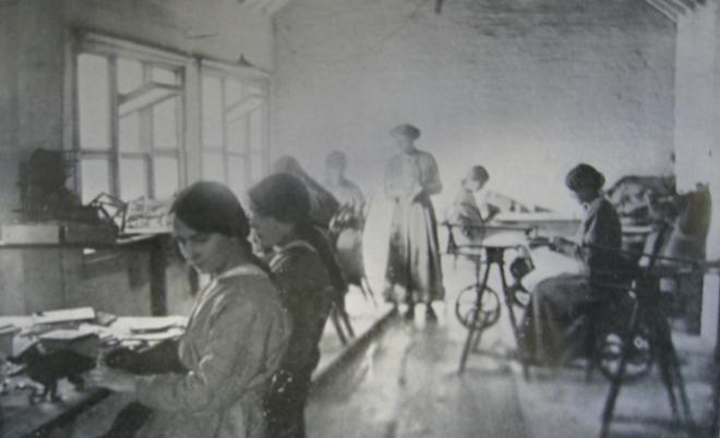toymaking-factory-in-norwich-04